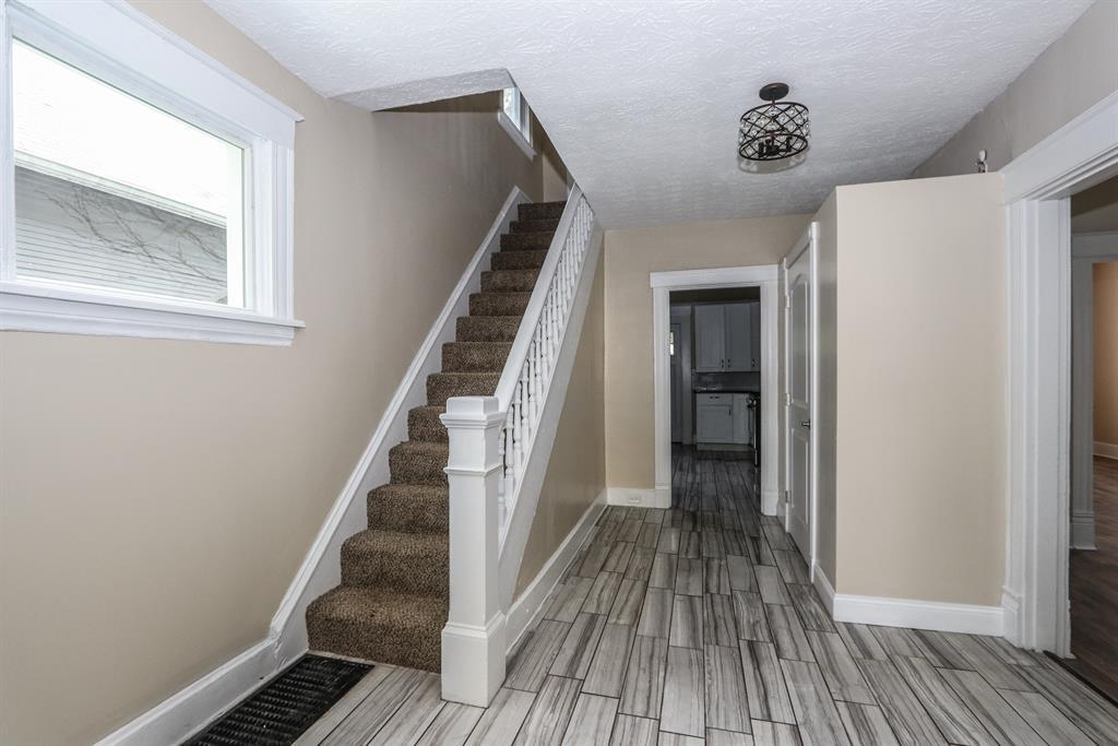 Foyer for 4116 Whetsel Ave Madisonville, OH 45227