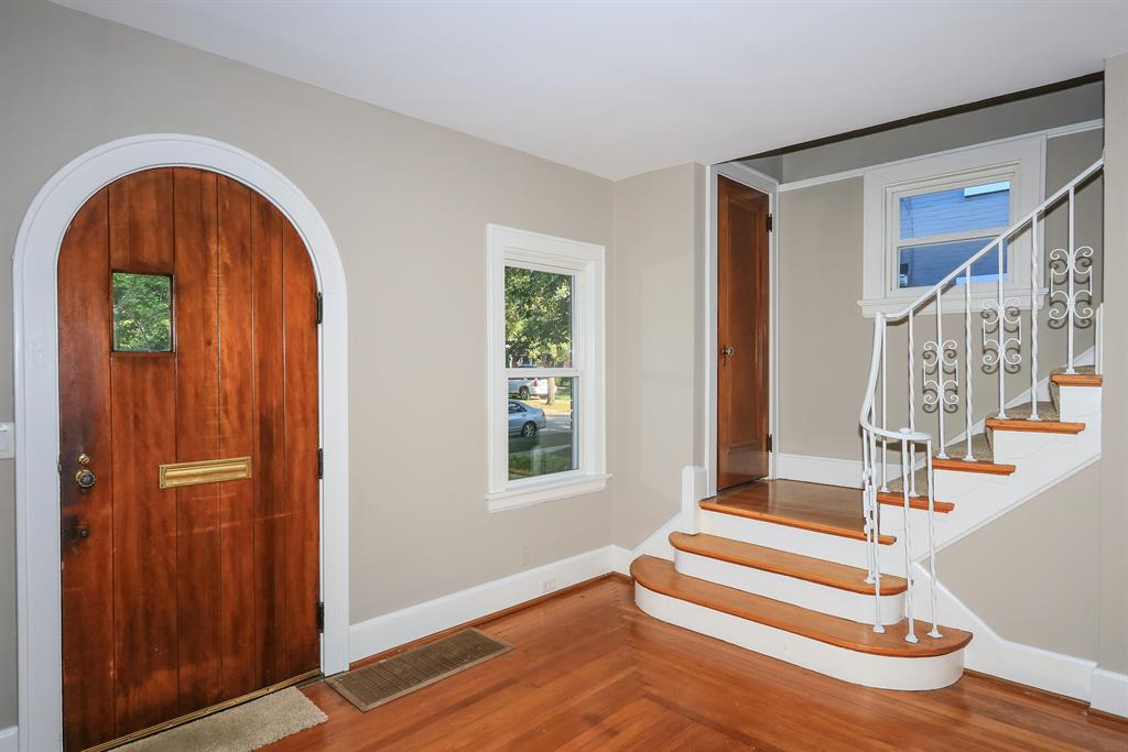 Foyer for 3832 Indianview Ave Mariemont, OH 45227