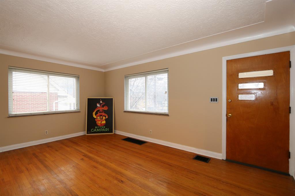 Living Room for 549 Taylor Ave Bellevue, KY 41073