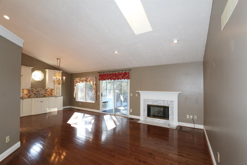 Great Room for 2531 Coveyrun Ct Mt. Washington, OH 45230