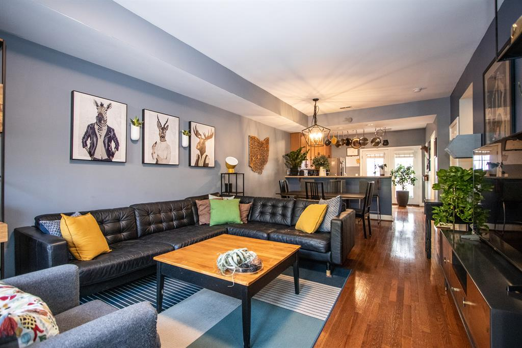 Living Room for 2528 Hackberry St Walnut Hills, OH 45206