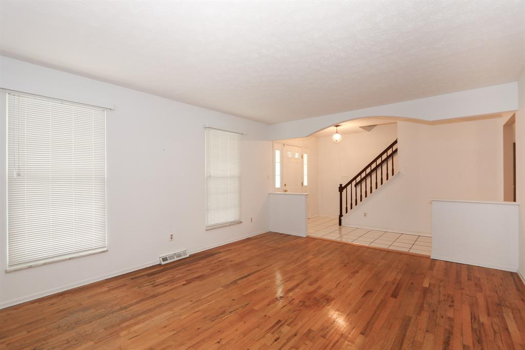 Living Room for 5386 Talloak Ct Monfort Hts., OH 45247
