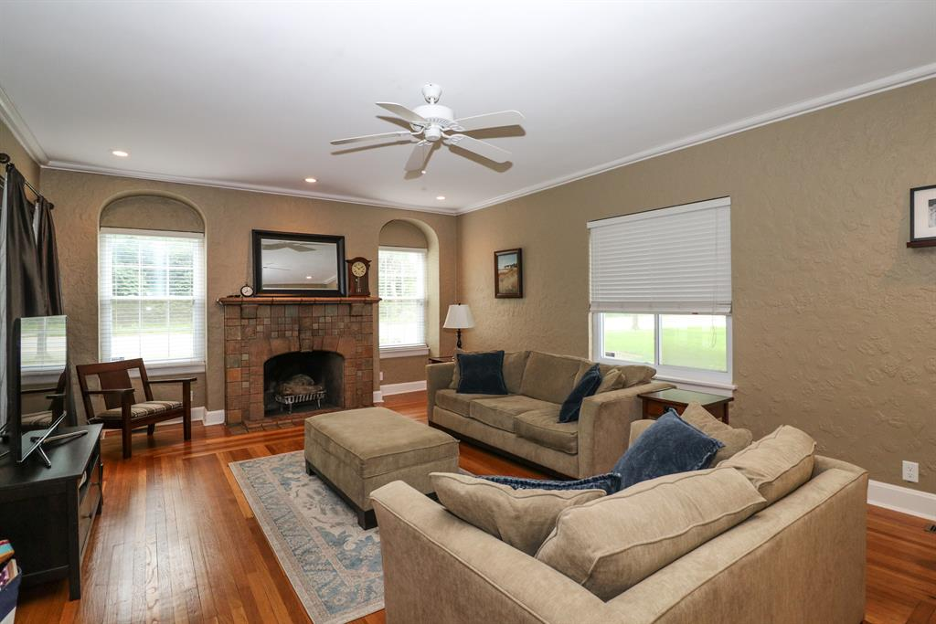 Living Room for 2819 Langdon Farm Rd Pleasant Ridge, OH 45212