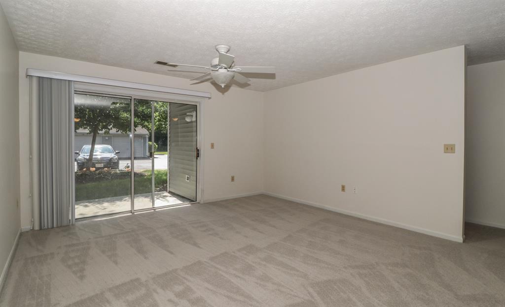 Living Room image 2 for 610 Carrington Ln, 103 Loveland, OH 45140