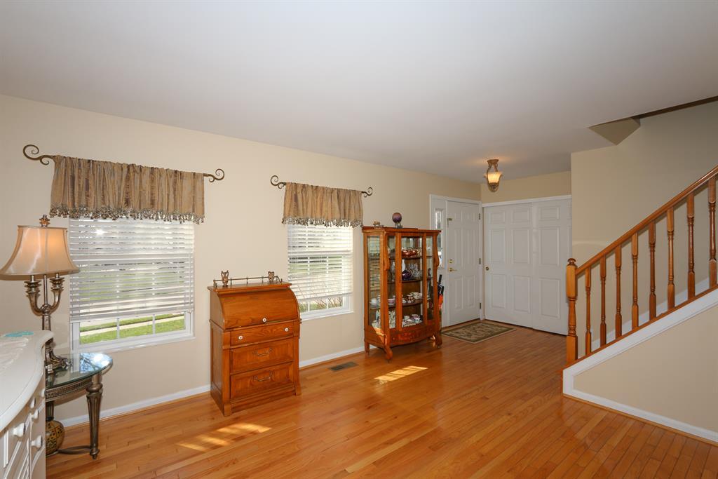 Living Room image 2 for 6176 Fox Run Ln Florence, KY 41042