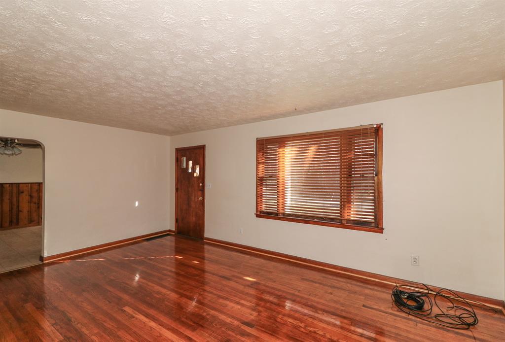 Living Room image 2 for 34 Jackson Landing Rd Warsaw, KY 41095