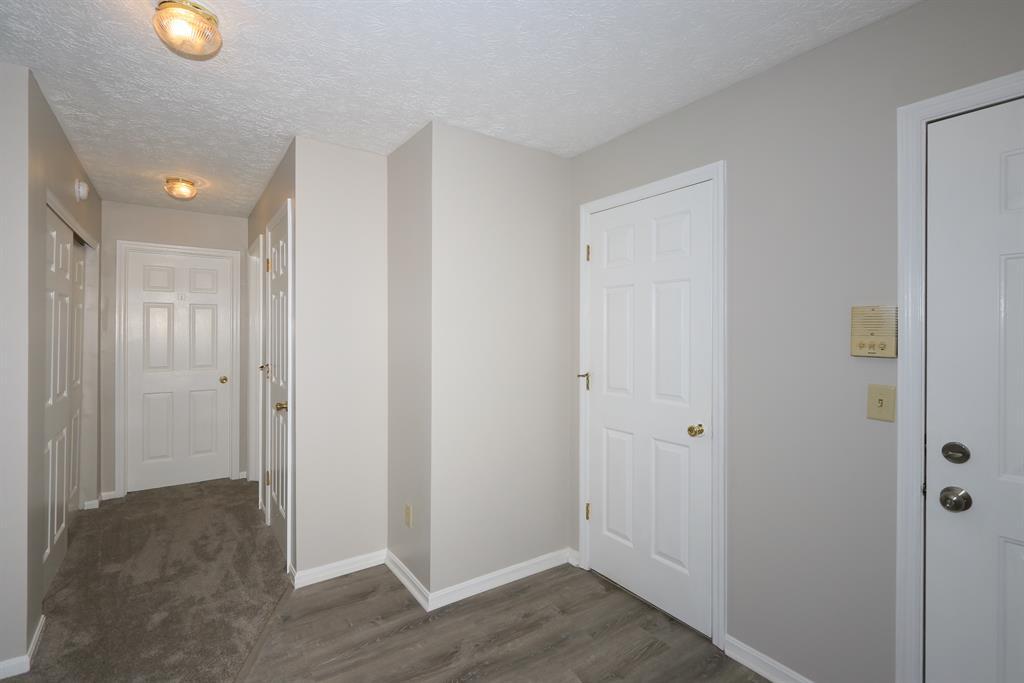 Foyer image 2 for 447 Deepwoods Dr Highland Heights, KY 41076