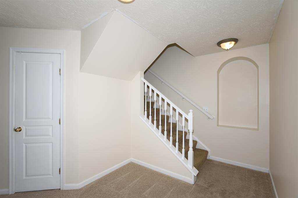 Foyer for 1868 Mimosa Trl Florence, KY 41042