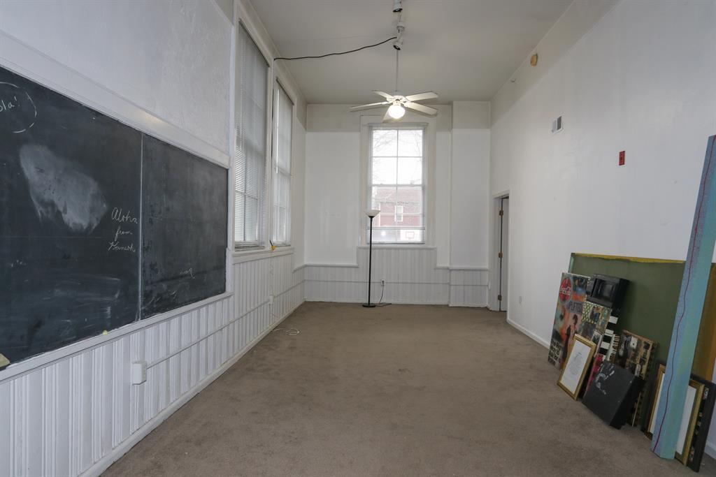 Living Room for 226 McDaniel St, 170 Dayton, OH 45405