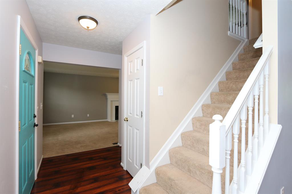 Foyer for 764 Lakefield Dr Independence, KY 41051