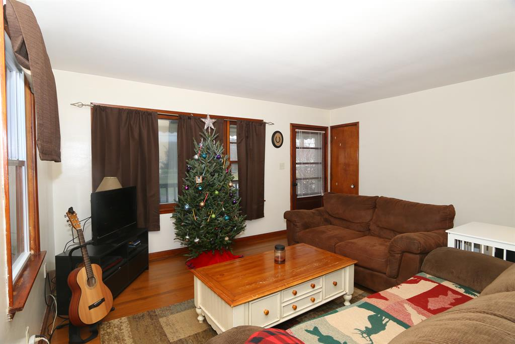 Living Room image 2 for 219 Shelby St Bromley, KY 41016