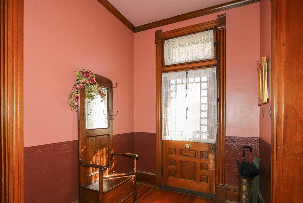 Foyer for 215 N Vine St Harrison, OH 45030