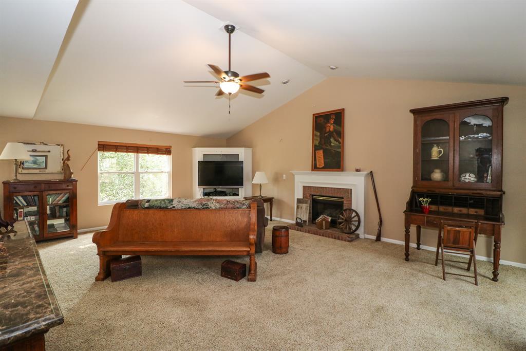Living Room for 2600 Royal Ct Burlington, KY 41005