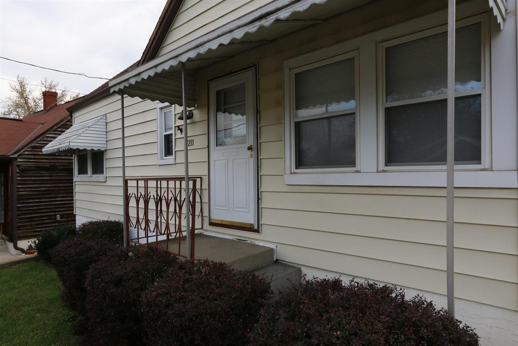 Entrance for 1211 Dayton Ave Dayton, KY 41074