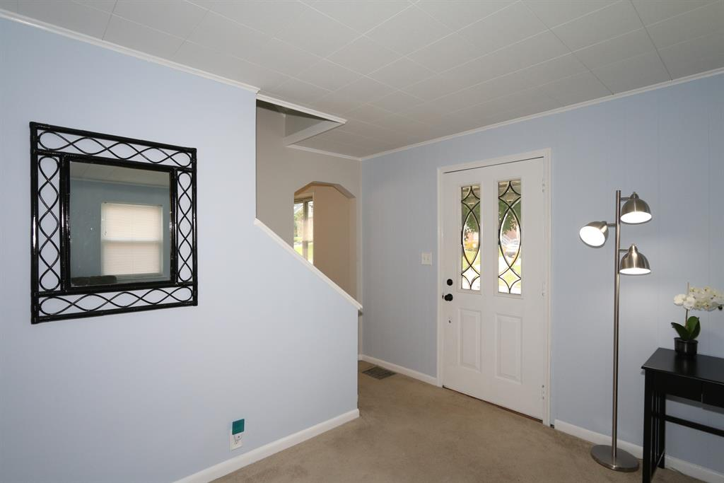 Foyer for 15 Doris Dr Taylor Mill, KY 41015