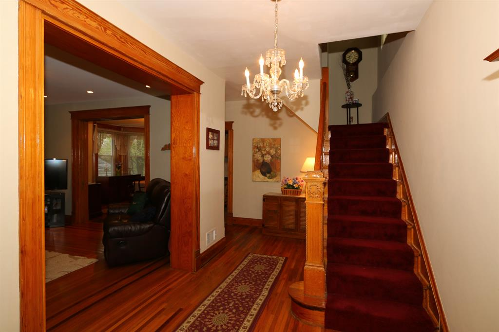 Foyer for 15 W Walnut St Southgate, KY 41071