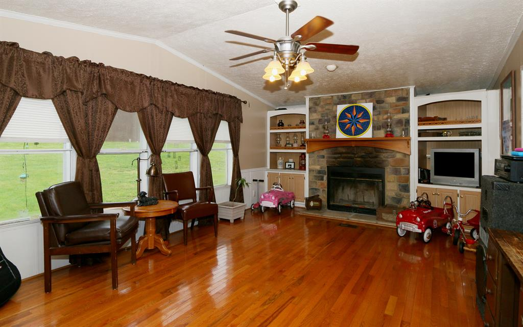 Living Room for 4680 Hwy 184 Ghent, KY 41045