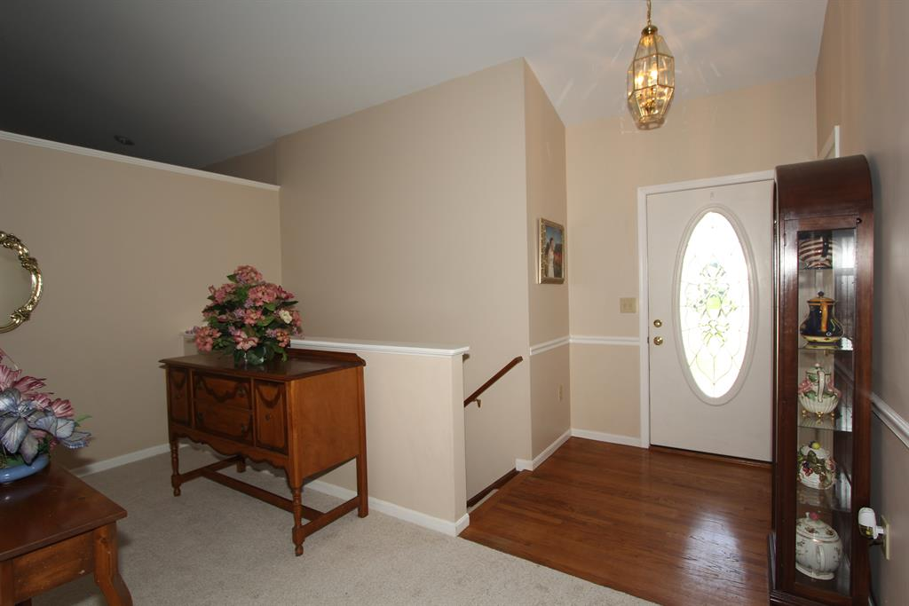 Foyer for 8464 Moonstone Ct Florence, KY 41042
