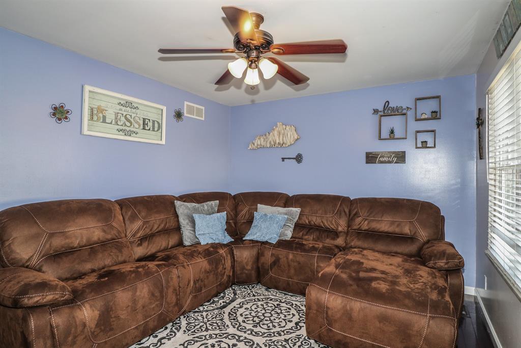Living Room for 40 Shaw Dr Alexandria, KY 41001
