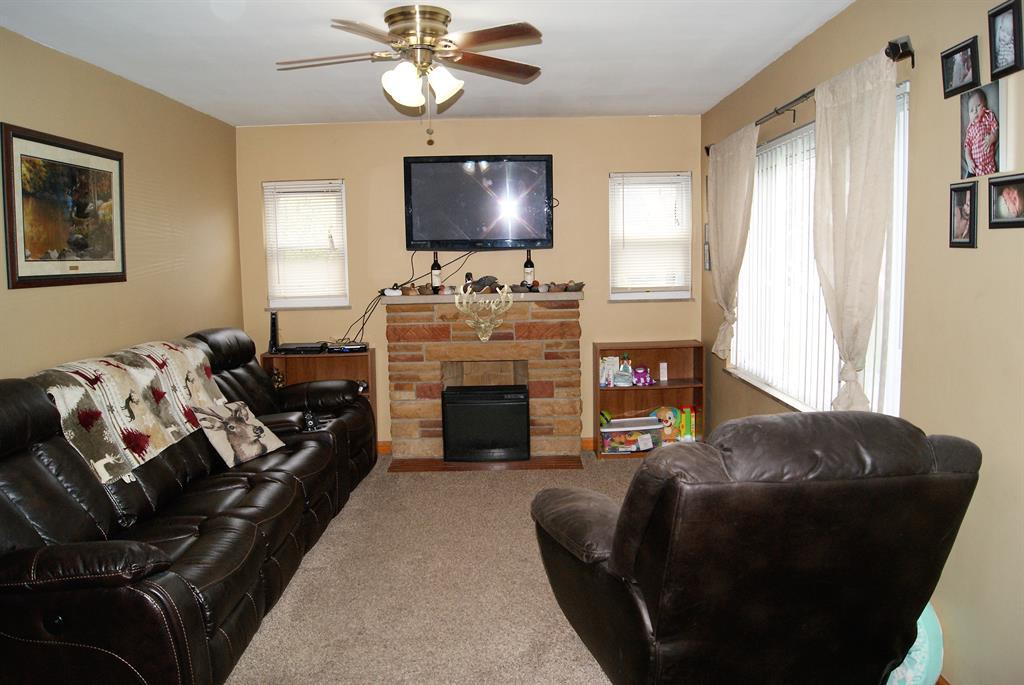Living Room for 8420 Persimmon Grove Pike Alexandria, KY 41001