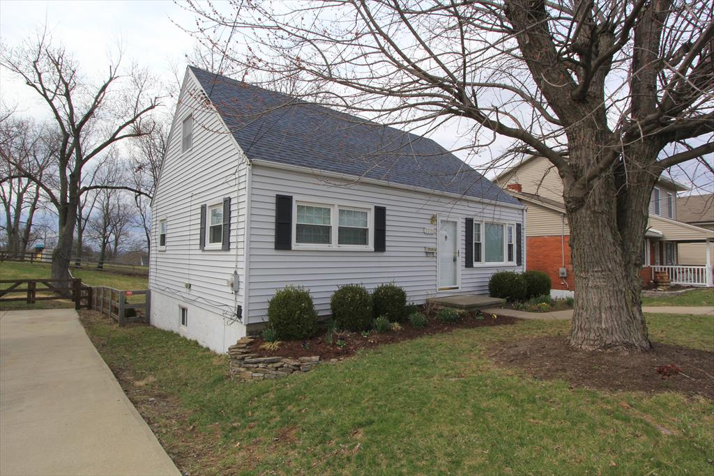 real estate photo 1 for 2220 Alexandria Pike Highland Heights, KY 41076