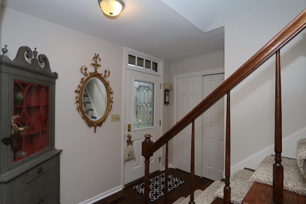 Foyer for 16 Nicholson Ct, 14 Washington Township, OH 45459