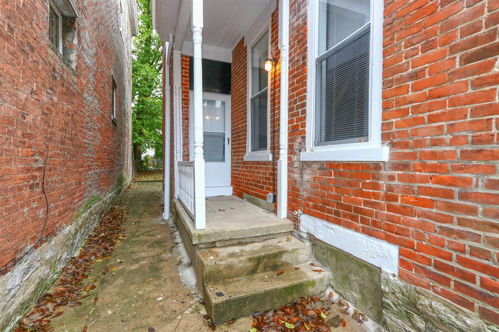 Entrance for 2011 Garrard St Covington, KY 41014