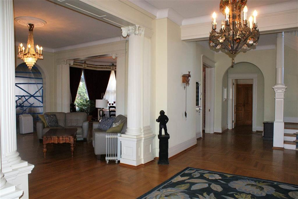 Foyer for 911 S Fort Thomas Ave Fort Thomas, KY 41075