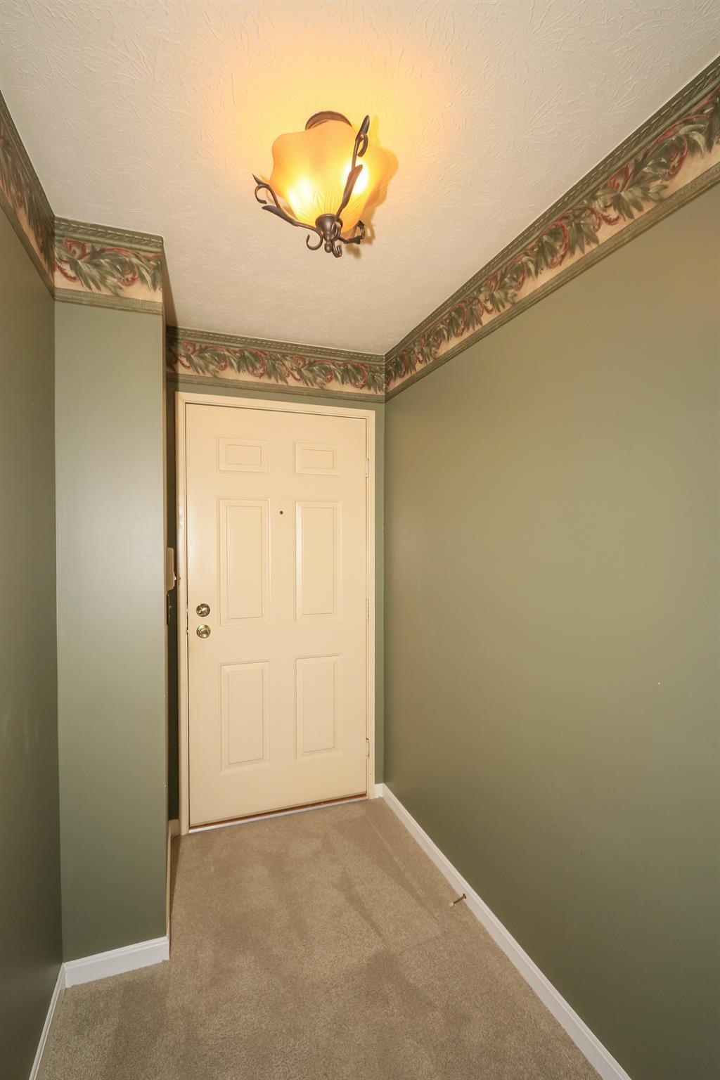 Foyer for 24 Highland Meadows Cir, 12 Highland Heights, KY 41076