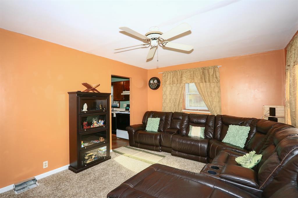 Living Room image 2 for 602 Orchard St Elsmere, KY 41018