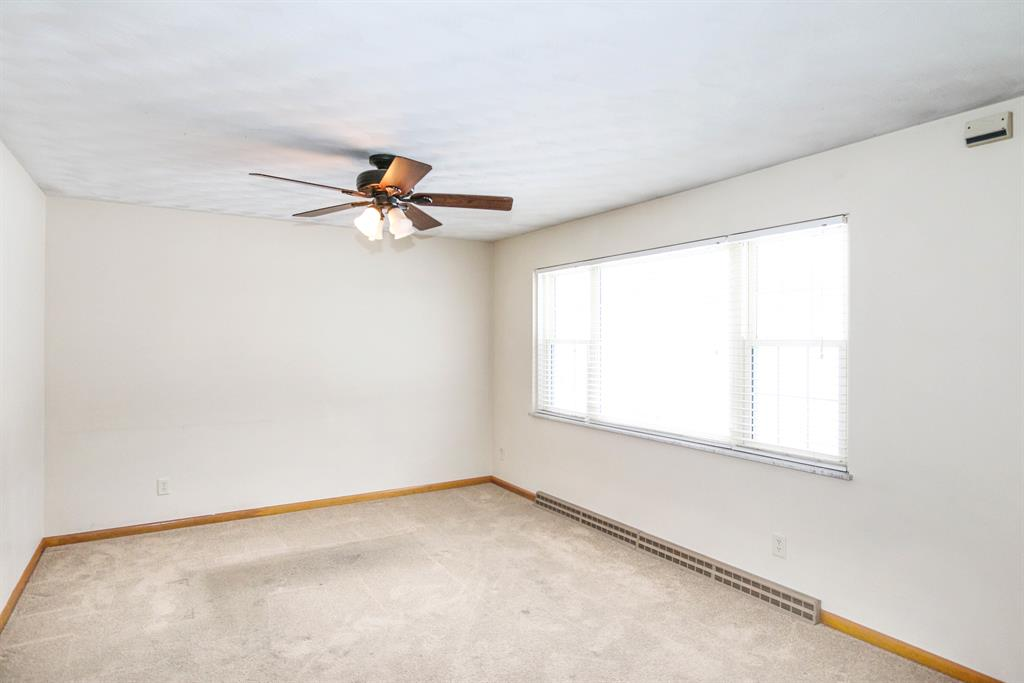 Living Room for 1290 Red Oak Springfield, OH 45506