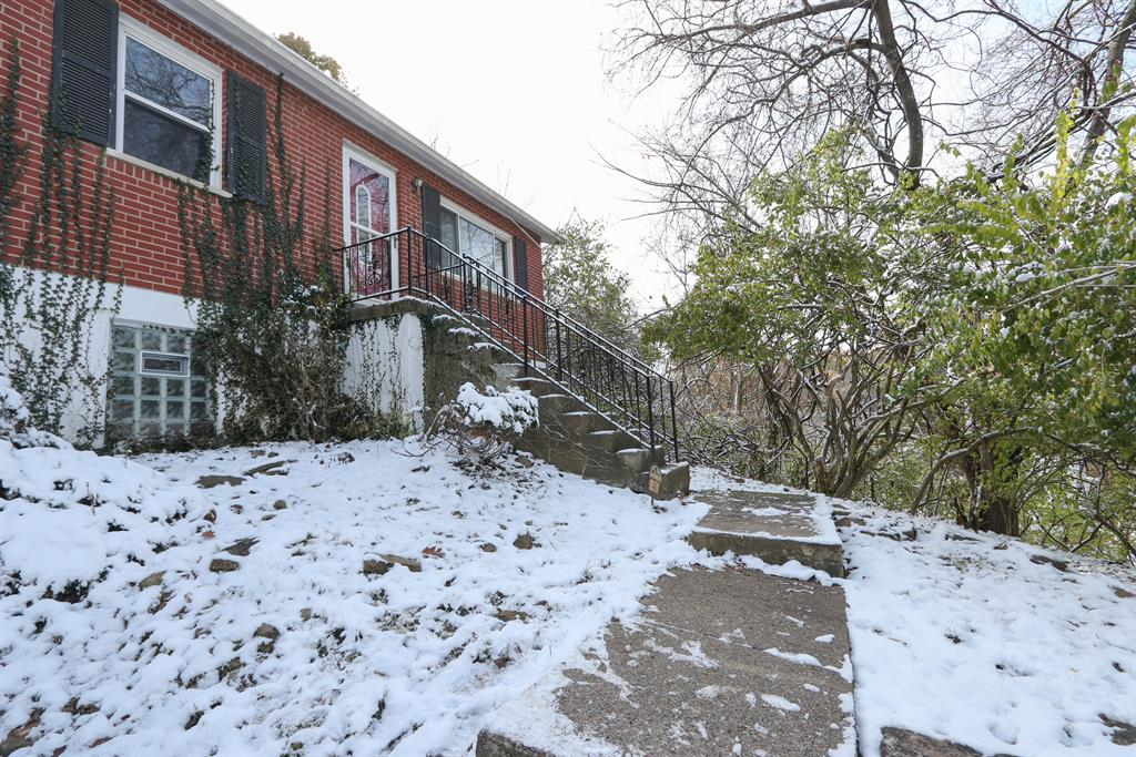 Entrance for 411 Chesapeake Ave Fort Thomas, KY 41075