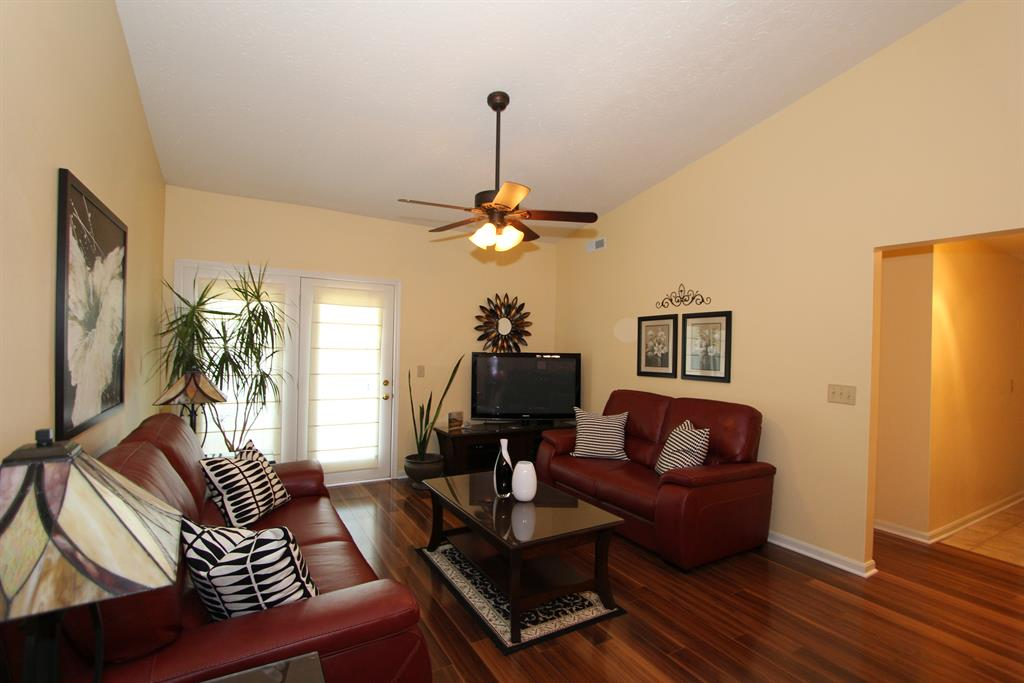 Living Room for 10593 Lynn Ln, 10 Alexandria, KY 41001
