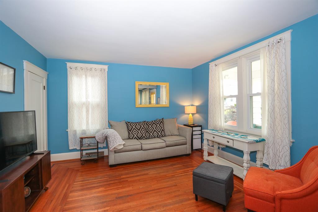 Living Room for 121 Center St Southgate, KY 41071