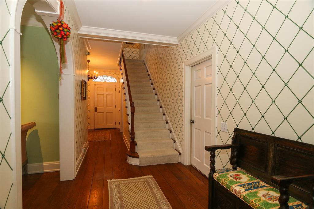 Foyer for 4325 Willow Hills Ln Indian Hill, OH 45243