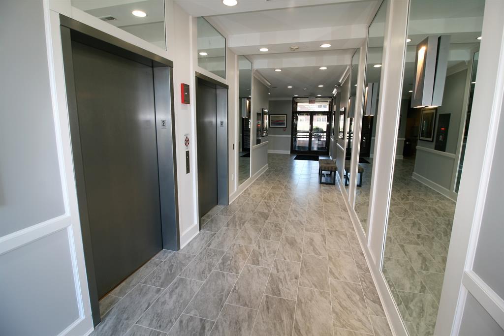 Lobby for 100 Riverside Pl, 705 Covington, KY 41011