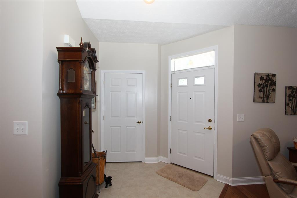 Foyer for 9072 Timberbrook Ln, D Florence, KY 41042