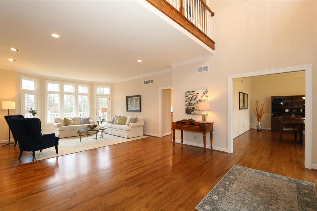 Foyer for 7955 Annesdale Dr Indian Hill, OH 45243