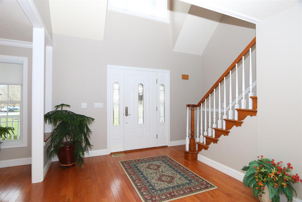Foyer for 55 Fairway Ln Perry Park, KY 40363