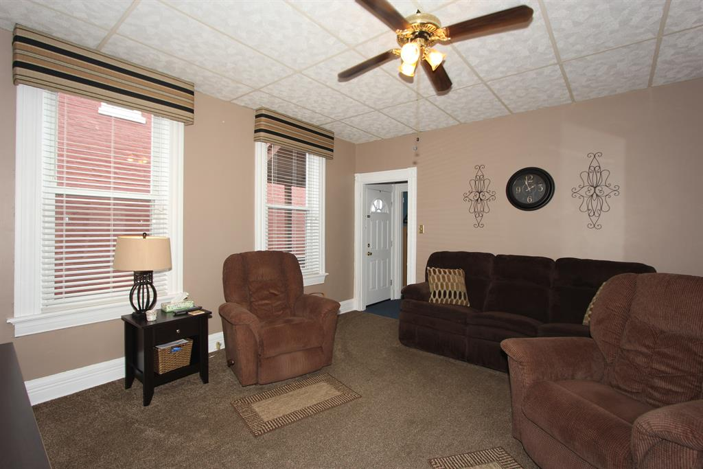 Living Room for 1126 Columbia St Newport, KY 41071
