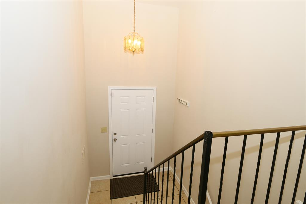 Foyer for 303 Saint Jude Cir Florence, KY 41042