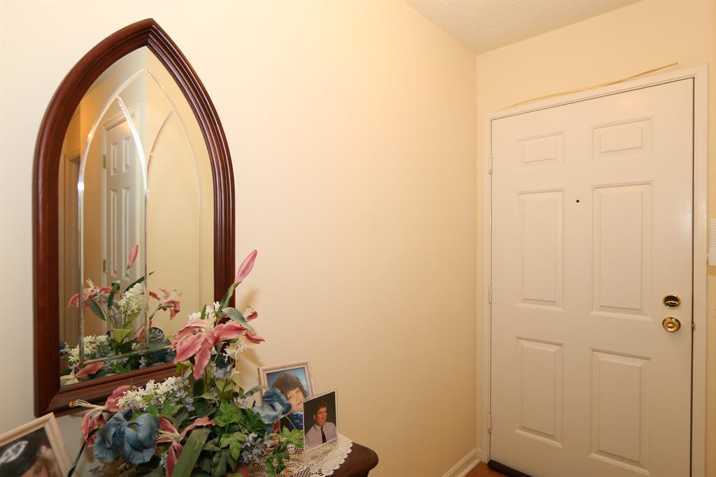 Foyer for 23 Highland Meadows, 3 Highland Heights, KY 41076