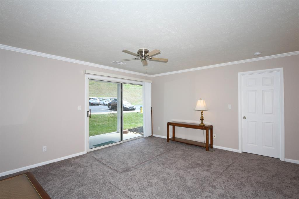 Living Room for 230 Willowbrook Ct, 1 Wilder, KY 41071