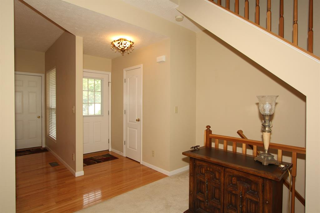 Foyer for 955 Oakmont Ct Union, KY 41091
