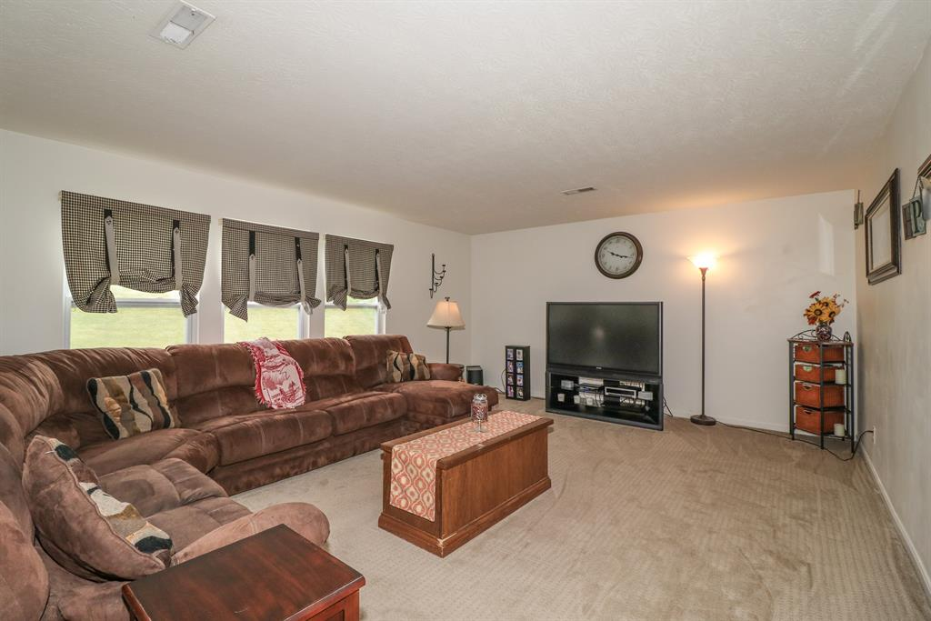 Living Room for 9748 Summerwind Ct Alexandria, KY 41001