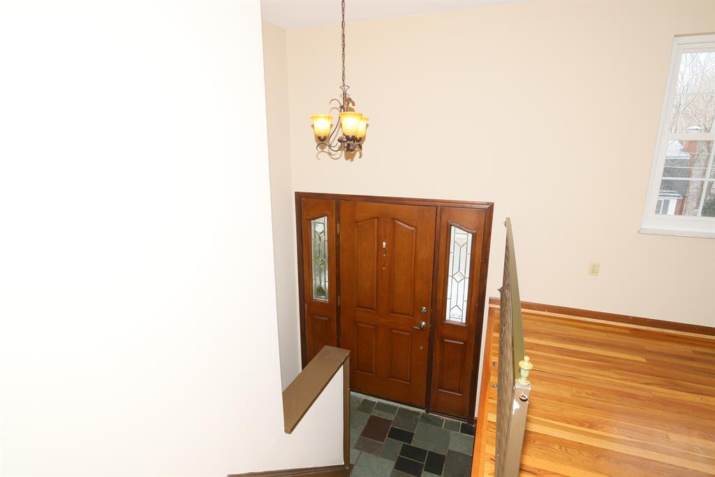 Foyer for 739 Saint Matthews Cir Taylor Mill, KY 41015