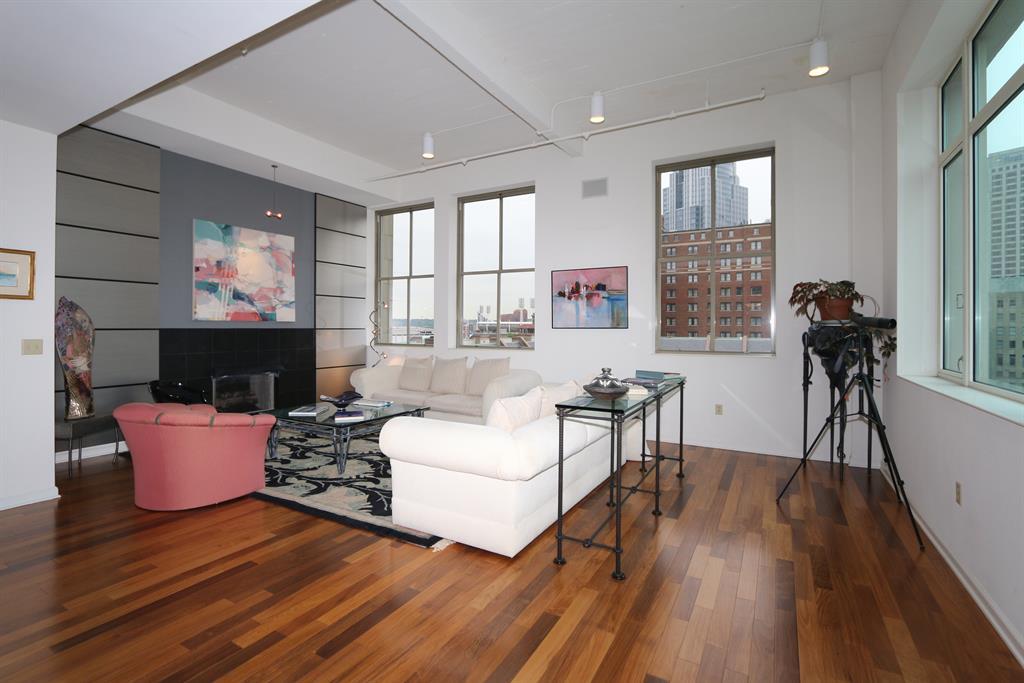 Living Room for 400 Pike St, 701 Cincinnati, OH 45202