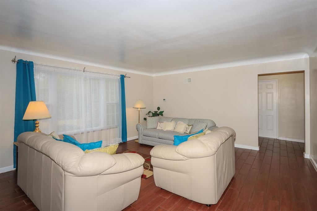 Living Room for 2101 Ronaldson Ave Mt. Washington, OH 45230