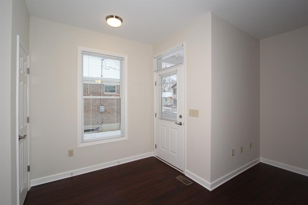 Foyer for 233 E 10th St Covington, KY 41011