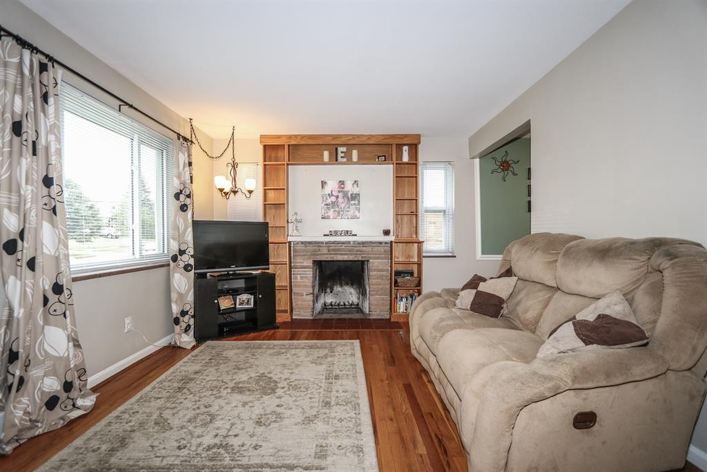 Living Room for 8459 Wexford Ave Dillonvale, OH 45236